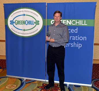 Mike Ellinger from Whole Foods accepts an award from GreenChill for Goal Achievement