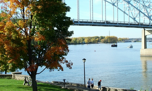 Mississippi River in w:Hastings, Minnesota. Photo credit: Chuck Kochmann, Wikimedia Commons