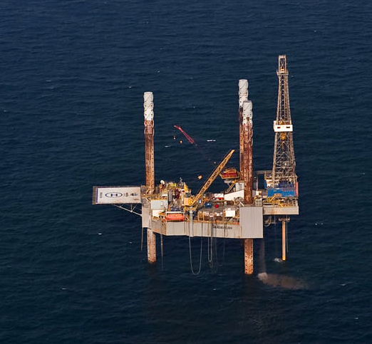 Oil and gas offshore well platform photo
