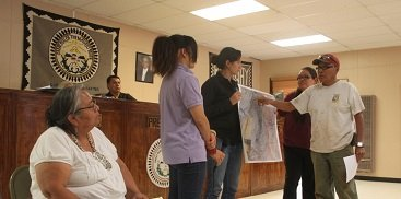 EPA provides mine cleanup info to Navajo community