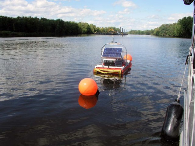 The project's effect on water quality was closely monitored in accordance with Engineering Performance Standards. Water monitoring was done around and downstream of the dredges, to determine PCB resuspension levels. This water monitoring buoy was solar powered. Water column monitoring will continue post-dredging in order to assess PCB concentrations throughout the Upper and Lower Hudson River.
