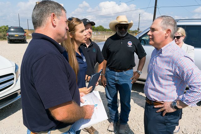Administrator Pruitt tours the San Jacinto River Superfund Site with Scott Jones of the Galveston Bay Foundation and Jackie Young of the Texas Health and Environment Coalition.