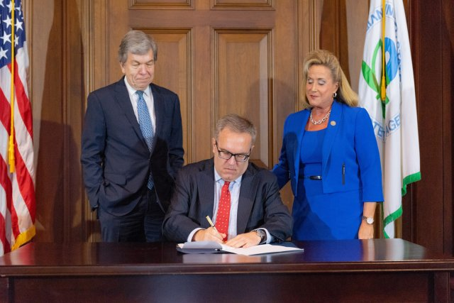 Acting Administrator Wheeler signs the Record of Decision for the West Lake Landfill Superfund site