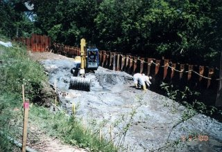 [May 31, 2000] Cell G-1 - North side of the river looking upstream; Sediment excavation moving upstream.