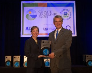 Beth Craig, US EPA, with Carl Gerhardstein, CSX Transportation, Inc.